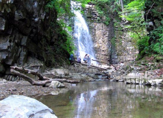 Polonyna Ripna i Manyavskiy vodopad
